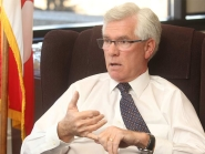 Natural Resources Minister Jim Carr meets oilpatch, backs Alberta's climate plan
