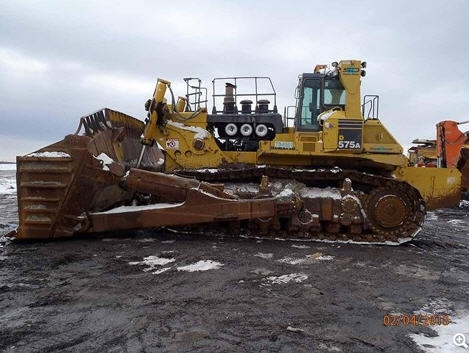 st komatsu vs caterpillar Mining global machinery buyers guide 2016: caterpillar 60158  the state-of- the-art cab features large floor window and expansive windshield  to provide  more power and greater coverage per pass compared to the cat 16m3  the  komatsu variable geometry turbocharger (kvgt) creates excellent.